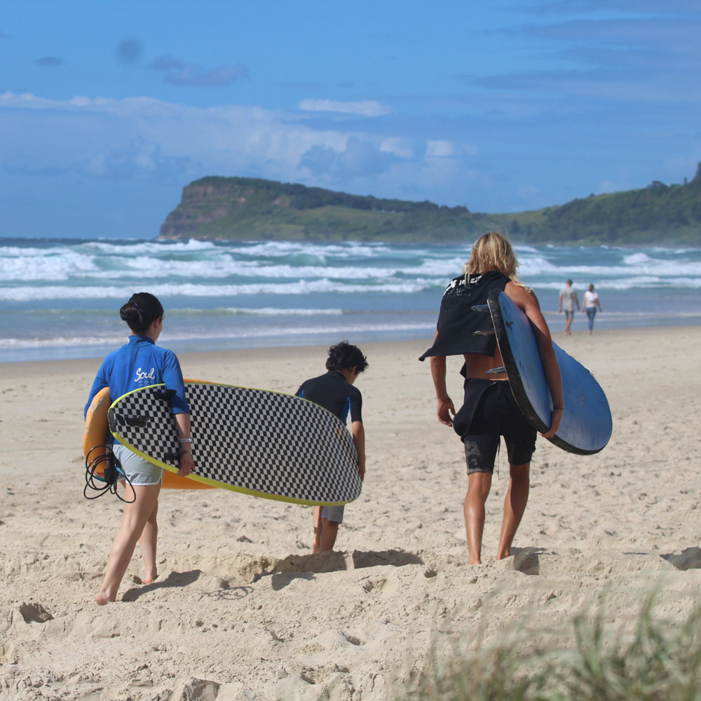 kids surf lessons byron bay