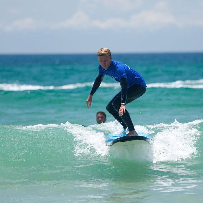 group surf lesson byron bay